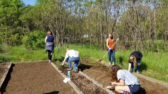 Community Garden HS Seniors 3